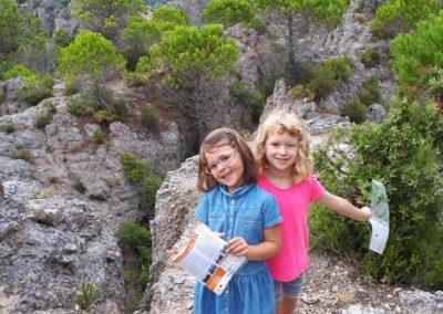 clos-des-coustoulins-family-hiking